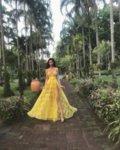 Мегз ЛИМИТИРАНА жълта дълга рокля с цепка